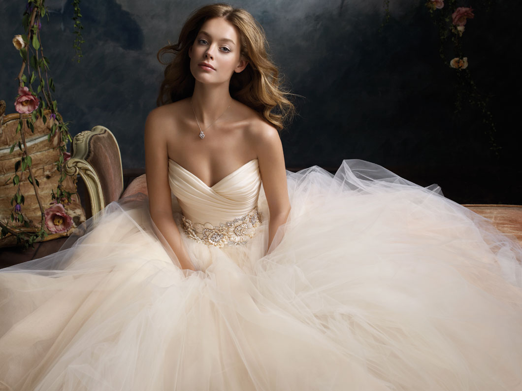 lazaro-bridal-tulle-ball-gown-pleated-silk-satin-organza-floral-jewel-natural-waist-circular-chapel-train-3108_zm