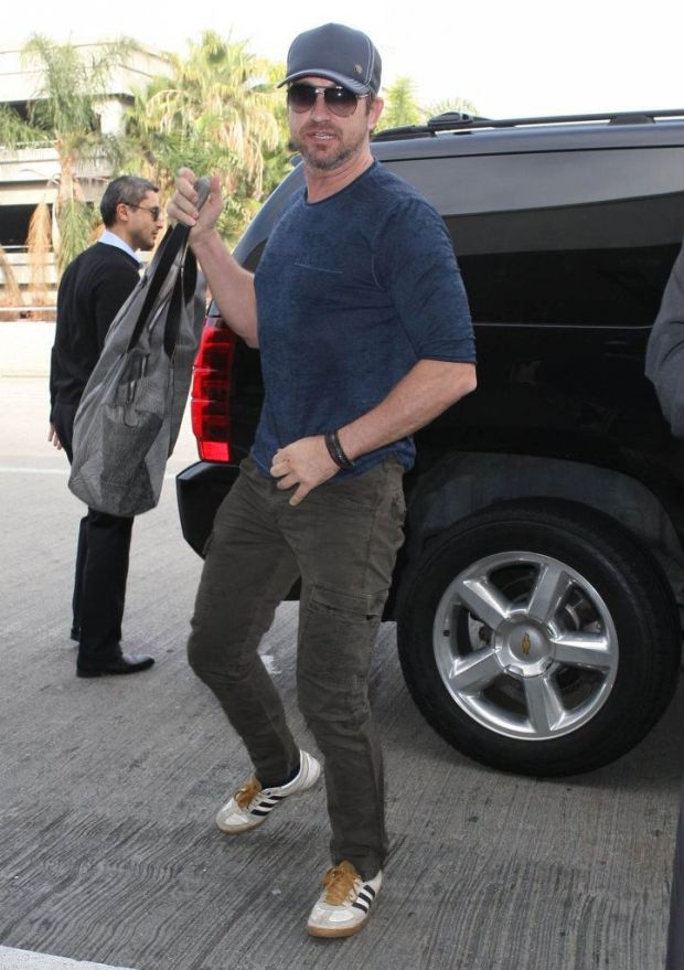 gerard-butler-adidas-originals-samba-vulc-ii-white-black-wheat